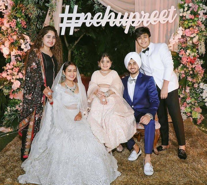 नेहा कक्कड़ और रोहनप्रीत की शादी का चंडीगढ़ में हुआ रिसेप्शन, देखिए पार्टी की Inside Photos